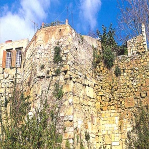 Πύργος του βυζαντινού τείχους στην οδό Σήφακα