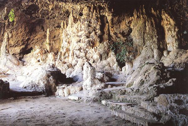 Νεολιθικό σπήλαιο στην Αγία Σοφία Τοπολίων